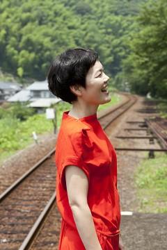 二階堂和美、4年の月日を経て、名盤『にじみ』が新曲を加えたアナログLPにて発売決定!!