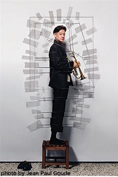 その個性は国境を越え、多岐に渡る分野で注目を浴びている稀代の音楽家、三宅純。『The Lost Memory Theatre act-2』が8月20日に発売決定。7月以降は関連イベントも開催!