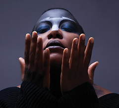 新作アルバム『Comet, Come To Me』が大好評、来週には待望の来日公演のあるMESHELL NDEGEOCELLO。本日15:30よりJ-WAVEのGratitudeにて特集が放送!