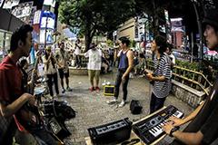 これがリアル渋谷ストリート発!街中の路上ライヴで人だかりを集める生のジャズ/ヒップホップチーム、SANABAGUN(サナバガン)がいよいよ8/20に待望のアルバムをリリース!映像チーム撮影のMVも必見!