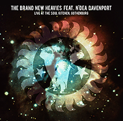 今年の日本ツアーも大好評だったザ・ブラン・ニュー・ヘヴィーズの11月に行われたライヴを即パッケージ化!なんとヴォーカルは伝説のシンガー、エンディア・ダヴェンポートを起用して黄金期のヒット曲を惜しみなく披露!12/16発売です!