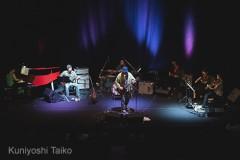 ジム・オルーク(Jim O'Rourke)、昨年10.24の草月ホールにおける『Simple Songs』全曲LIVEの貴重な映像が公開!