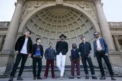 デビュー・アルバム『パラダイス』が大ヒットしたサンフランシスコの7人組ソウル・バンドCON BRIOのライヴ映像がフジテレビ系「ミューサタ」にて放映決定!
