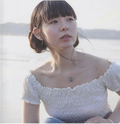 平賀さち枝、9/20発売の2ndアルバムより「10月のひと」MV公開&「まっしろな気持ちで会いに行くツアー」詳細発表!
