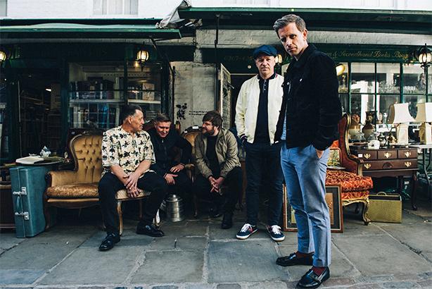 UKソウル・シーンのトップに登り詰めたバンドStone Foundation、8月24日リリースの新作『Everybody, Anyone』から、Paul Weller、Mick Talbot、Steve Whiteをフィーチャーした「Carry The News」のMVを公開!
