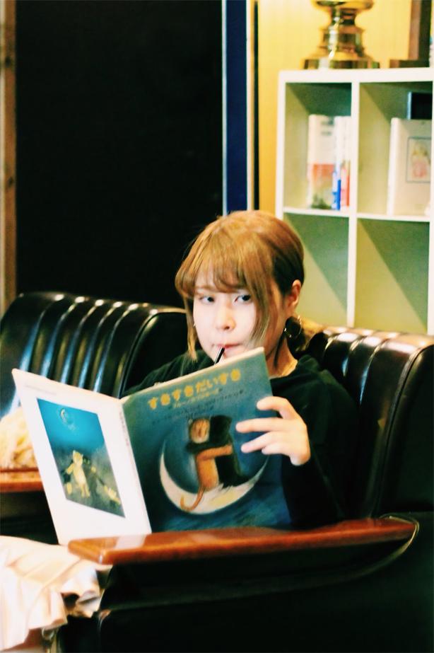 ポップ&メロウなシンガーソングライター、さとうもかのニュー・アルバム『Merry go round』、トラックリスト公開!