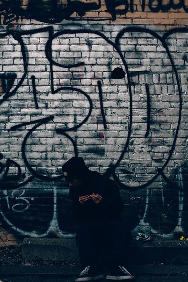 """ISSUGIとのコラボ等でその名を広く知られている新世代ビートメイカー、CRAMの初となる自己名義アルバムからそのISSUGI、BES、KOJOEとのコラボ曲""""THE LORD""""のMVが公開!"""