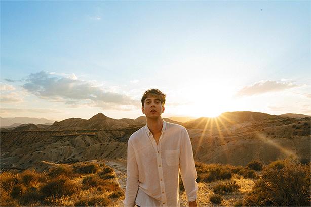 次世代エレクトロ・ポップの貴公子ルーズヴェルト、待望の2ndアルバム『Young Romance』が10/3日本盤リリース!「Under The Sun」のMVも公開!