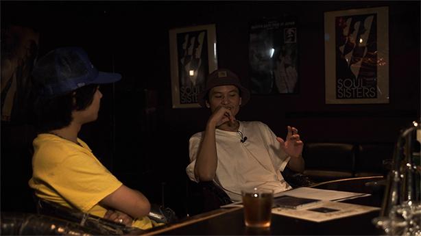ソロ・デビュー・アルバム『JAPINO』が大絶賛発売中なBSC(KANDYTOWN)のSSTV「BLACKFILE」でのオカモトレイジ(OKAMOTO'S)によるインタビュー映像がYouTubeにて公開!