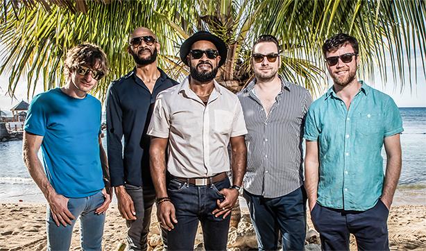 来年1月に待望の来日公演も決定している、現行ファンク・バンドの頂点=ザ・ニュー・マスターサウンズが、最新アルバムからリード曲「Shake It」のライヴ映像を公開!