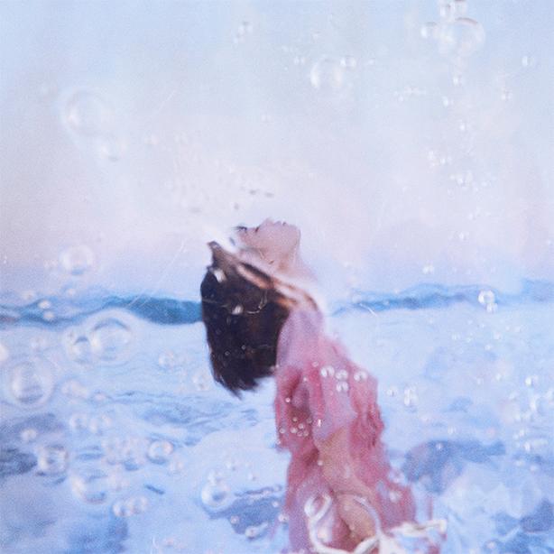 アルバム『New Young City」にも収録されたFor Tracy Hydeの楽曲「Glow With Me」が吉岡里帆さん出演の「アールイズ・ウェディング」webCMのメイキングムービーに使用されました!