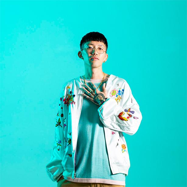 ソロ・デビュー・アルバム『Peace In Vase』をついにリリースしたYelladigosのメンバー、PEAVISがHMV Webの「無人島 ~俺の10枚~」企画に登場!