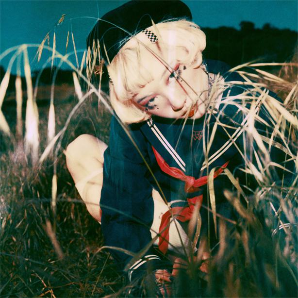 ドリーミーな音世界と過激なビジュアル表現で話題沸騰!yeule(ユール)待望のデビュー・アルバム『Serotonin II』が本日デジタル先行リリース!