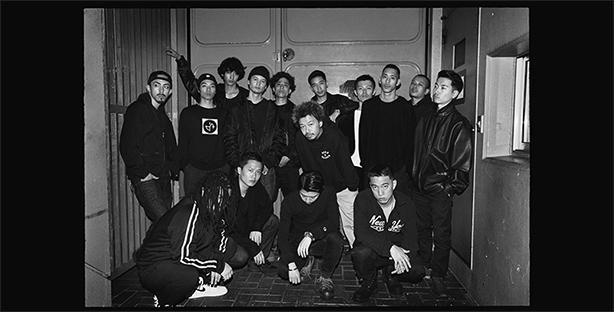 KANDYTOWNが2015年にリリースした初のオフィシャル作品『BLAKK MOTEL』と今年2月にデジタル限定でリリースしたEP『LOCAL SERVICE』の2タイトルが待望のアナログ化!『BLAKK MOTEL』はリマスタリング/2枚組仕様となり、ともに完全限定プレスでリリース!