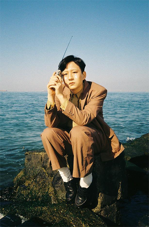 井手健介と母船、石原洋のサウンド・プロデュースによる5年ぶりのセカンド・アルバム、4月29日リリース!デカダンスの香りを纏うグラマラスで摩訶不思議な傑作ロック・アルバム!