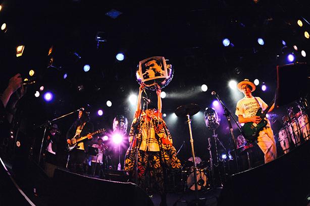 日本のロック史における最重要バンドのひとつ、JAGATARAが奇跡の復活をとげ、Jagatara2020としてリリースしたジャイアント・シングルから、30年ぶりの新曲2曲を12インチ・シングルでリリース!