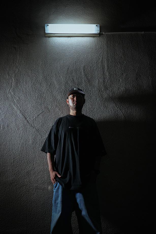 """全国にそのネームをそのライム&フローを響かせ、ヘッズの首を振らせてきたラッパー、MULBEの1st FULL ALBUMのリリースが決定!先行シングル""""STAY HERE"""" feat. MILES WORD(Pro. GRADIS NICE)が配信開始となり、MVも解禁!"""