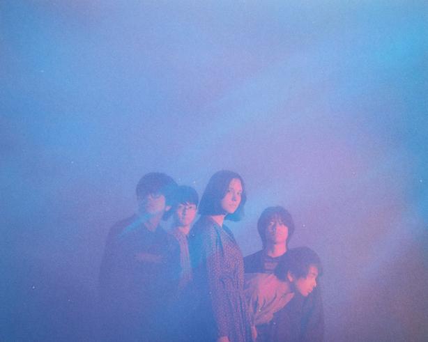 For Tracy Hydeの1stアルバム『Film Bleu』が5年の時を経てライトブルーのカラー・ヴァイナル、2枚組で本日リリース!