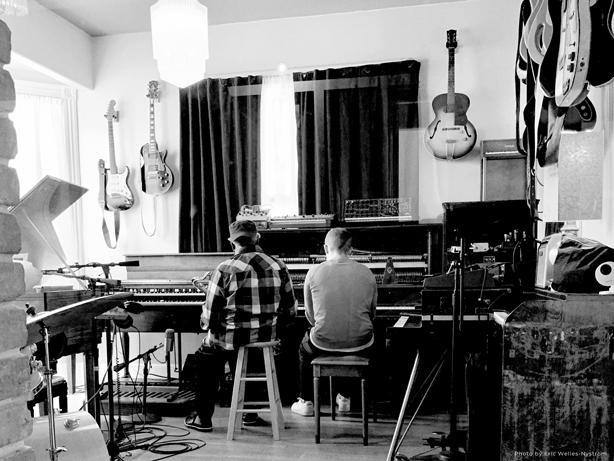 驚愕としか言いようがない最高の顔合わせ!!エレクトロニック・ミュージック・シーンのトップに君臨する<FLOATING POINTS>とスピリチュアル・ジャズ界の生ける伝説<PHAROAH SANDERS>が相見えた注目のアルバム『Promises』が3/26(金)にリリース決定!