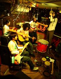 シカゴの注目バンドAnathalloのジャパンツアーにaieの出演が決定!