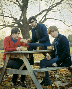 "TWO DOOR CINEMA CLUB、BBC 2の大人気番組""Later Live with Jools Holland""に出演!ライブ映像をチェック!"