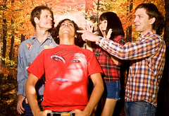 Deerhoof、All Tomorrow's Parties (curated by Godspeed You! Black Emperor) 出演の様子がPitchforkにアップされました!