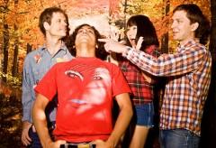 Deerhoof、HMV ONLINEにてインタビュー掲載!バンドオリジナル・デザインのTシャツをセットにした『Deerhoof vs. Evil』のスペシャル・パッケージも引き続き予約受付中!!