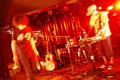 シグナレスのメンバーである池永正二による「あらかじめ決められた恋人たちへ」のライブが急遽決定!