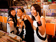少年ナイフがお贈りする夏の恒例イベント『712(ナイフ)デイ・パーティー 』名古屋公演のゲストに、ヌードルズの出演が追加発表!!