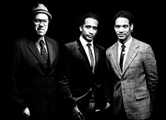 ジャズ・ファンク界のグルーヴ・マスター、ソウライヴ。待望の新作は、ジャムバンド界を牽引するカール・デンソンとの共作!そして発売直後の日本ツアーも決定!!