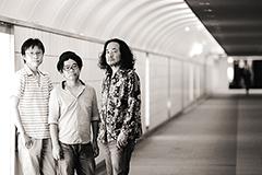 青山陽一、西村哲也、大田譲(現カーネーション)による伝説のバンド、グランドファーザーズ、21年ぶりのまさかのニュー・アルバムに続き、現在入手困難となっている1stアルバム(1989年)と2ndアルバム(1991年)を豪華デラックス仕様でリイシュー!持ってる人も持ってない人も買わなきゃ損々!