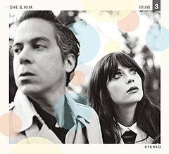 【SHE & HIM】Vo.ズーイー・デシャネル主演ドラマ『New Girl ~ ダサかわ女子と三銃士』シーズン2(FOXチャンネル)のイメージソング を4/17よりiTunesにて先行配信中!